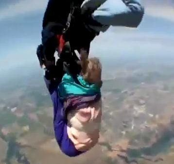 Laverne Everett, 80-year-old skydiver