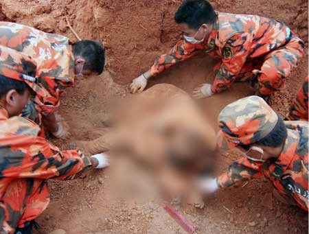 Chinese rescuers pull bodies from rubble of 2008 earthquake